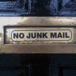 Opažaš, da tvoji (prodajni) maili padajo med neželeno pošto? Na simpl način razloženo, kje je lahko problem …